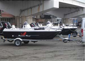 200系ハイエース用ヒッチメンバーとトレーラーボート