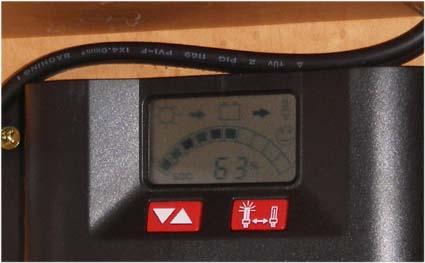 【ハイエース電装】200系ハイエースをベースとしたキャンピングカーにソーラーパネルやインバーター等の電装品を取り付け-コントローラー