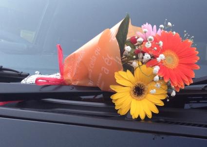 4型ハイエースと花束
