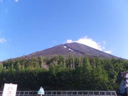 富士山登頂の前にハイエースで車中泊