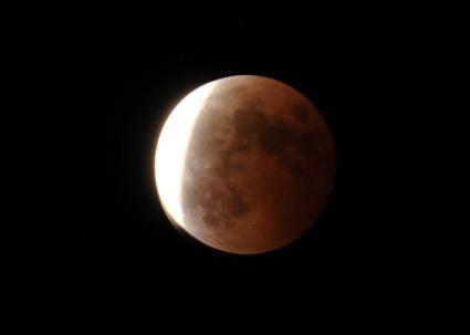 ハイエースと夜空 月食