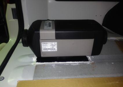 NV350キャラバンにベバストFFヒーターを取付