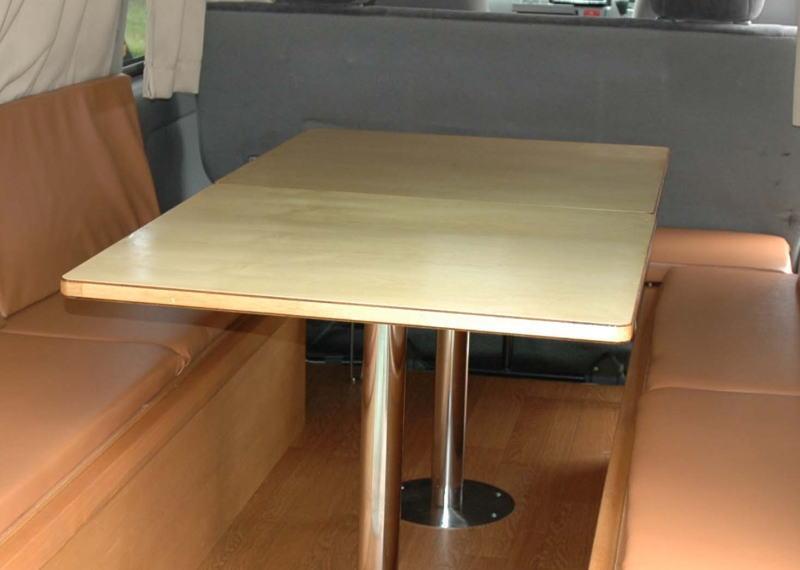 ハイエース車内に家族で使えるテーブル